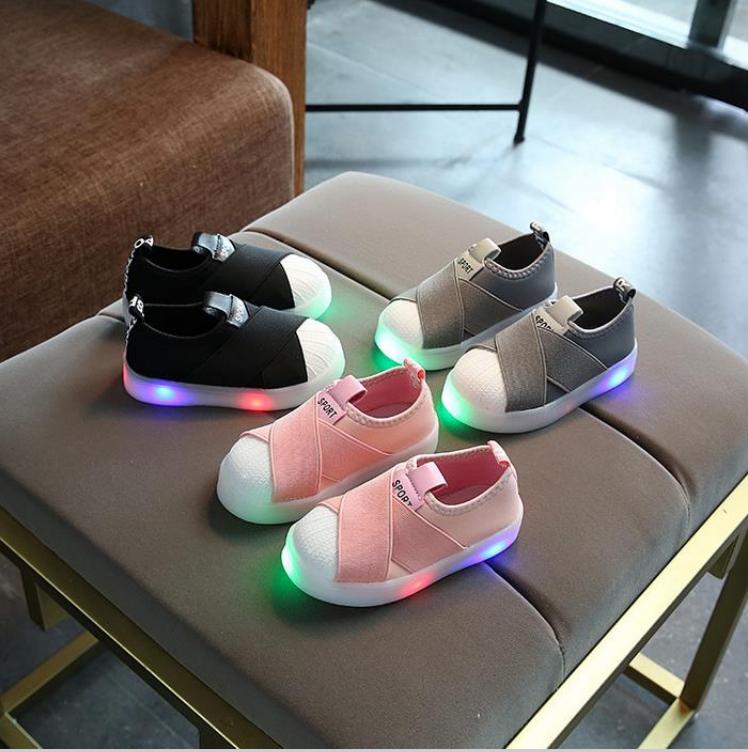Baby Touch รองเท้าเด็ก รองเท้าไฟกระพริบ ทรงกีฬา A (Shoes - FLA2)