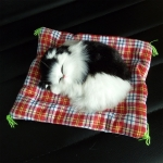ตุ๊กตาจำลองแมวอ้วนนอนหลับ สีขาวดำ 14x17 CM [มีเสียง]