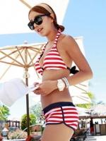 ชุดว่ายน้ำทูพีชสไตล์สปอตกางเกงขาสั้น ลายเส้นสีแดงสลับขาวสวยๆ