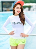 ชุดว่ายน้ำแขนยาวเสื้อสีขาว กางเกงเขียวอ่อนๆสวย