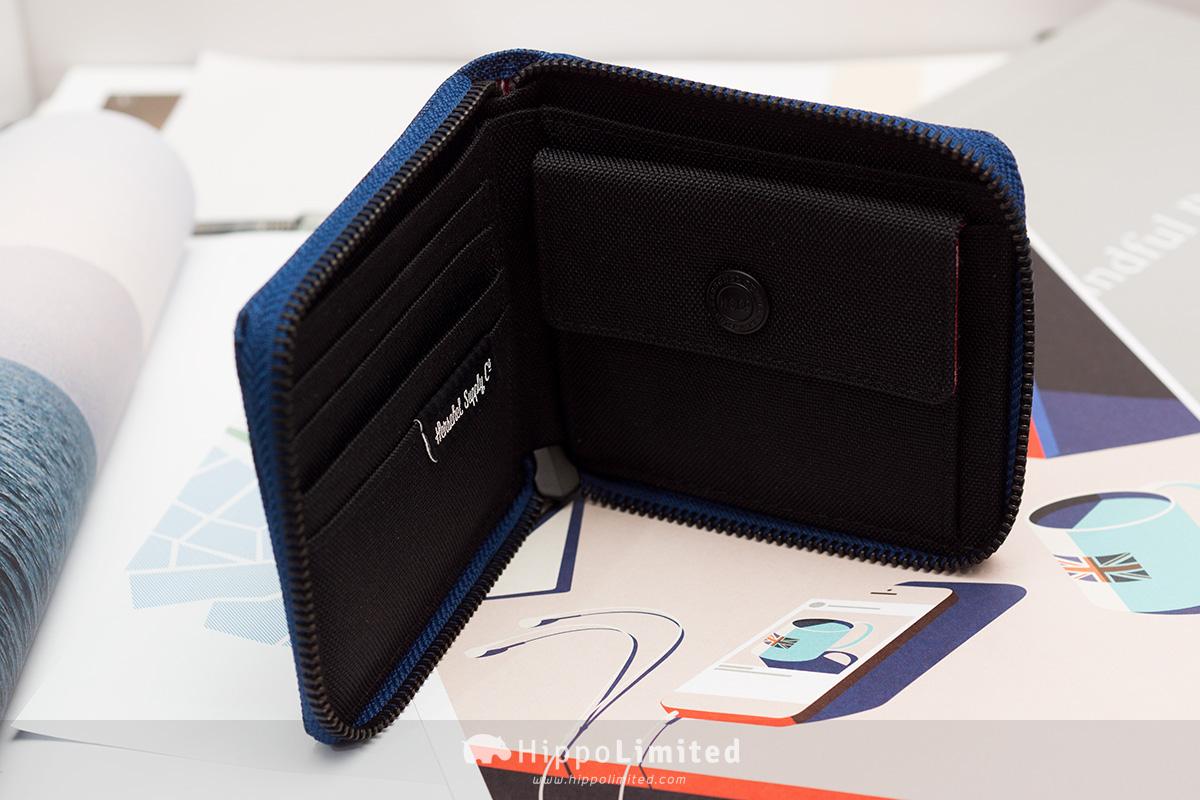 กระเป๋าสตางค์แบบซิปรอบ Herschel Walt Wallet - Eclipse Crosshatch ด้านในมีที่ใส่เหรียญใส่บัตร
